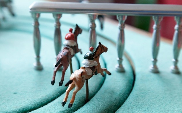 Miniature game of horse race